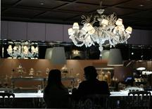 <p>Guests sit at the Patisserie section of The Bazaar restaurant at the SLS hotel in Beverly Hills, California December 10, 2008. REUTERS/Mario Anzuoni</p>