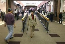<p>An elderly man walks with his cane amid shoppers at the Glendale Galleria shopping mall on Black Friday in Glendale, California November 28, 2008. REUTERS/Fred Prouser</p>