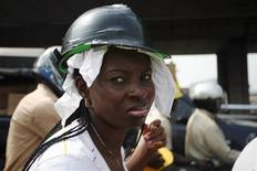 <p>A Nigerian motorcyclist, wearing a makeshift helmet, waits in traffic in Lagos January 7, 2009. REUTERS/Akintunde Akinleye</p>