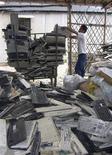 <p>Un deposito per il riciclo di vecchi computer REUTERS/Kitty Bu</p>