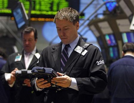 Traders work on the floor of the New York Stock Exchange, January 6, 2009. REUTERS/Brendan McDermid
