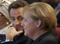 """<p>Президент Франции Николя Саркози и канцлер Германии Ангела Меркель на симпозиуме """"Новый Мир, Новый Капитализм"""" в Париже 8 января 2009 года. Президент Франции Николя Саркози и канцлер Германии Ангела Меркель призвали Россию в четверг выполнять взятые на себя обязательства по газовым поставкам в Европу, независимо от того, как развивается ее конфликт с Украиной. REUTERS/Philippe Wojazer</p>"""