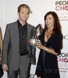 "<p>Actors Neil Patrick Harris (L) and Alyson Hannigan of the comedy series ""How I Met Your Mother"" pose with a People's Choice Award prior to announcing the nominations for the People's Choice Awards at a news conference in Beverly Hills, California, November 7, 2006. REUTERS/Fred Prouser</p>"