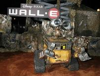 "<p>An animatronic robot of the character Wall-E is displayed at the world premiere of Disney-Pixar's film ""Wall-E"" in Los Angeles, California June 21, 2008. REUTERS/Fred Prouser</p>"
