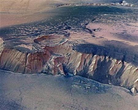 A cliff located in the eastern part of Echus Chasma, one of the largest water source regions on Mars, is seen in this image taken by the High-Resolution Stereo Camera (HRSC) on board ESA's Mars Express and made available July 14, 2008. REUTERS/ESA/DLR/FU Berlin/G.Neukum/Handout
