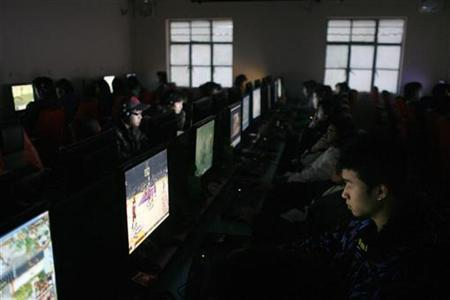 Customers use computers inside an Internet cafe in Shanghai in this recent photo from January 5, 2009. China has launched a crackdown on websites as the country enters a politically sensitive year, with officials accusing search engines including Baidu and Google of spreading pornography and vulgarity. REUTERS/Aly Song