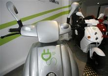<p>Zeco electric scooters are parked inside a showroom in Singapore January 15, 2009. REUTERS/Vivek Prakash</p>