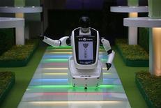 <p>Immagine d'archivio di un robot. REUTERS/Nicky Loh (TAIWAN)</p>
