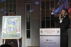 <p>Un tableau peint en 20 minutes par Vladimir Poutine et mis aux enchères à 20.000 roubles (620 dollars) a finalement été acquis lors d'une vente de charité pour 37 millions de roubles (1,1 million de dollars). /Photo prise le 17 janvier 2009/REUTERS/Alexander Demianchuk</p>