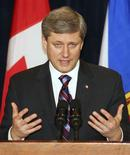 <p>Prime Minister Stephen Harper answers a question during a media briefing at the Marriott Harbourfront hotel in Halifax, Nova Scotia, January 19, 2009. REUTERS/Paul Darrow</p>