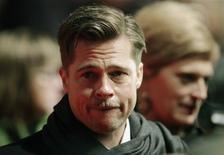 """<p>El actor estadounidense Brad Pitt a su llegada al estreno en Alemania de la cinta """"The Curious Case of Benjamin Button"""" en Berlín, 19 ene 2009. Pitt dijo que no está preocupado por envejecer, pero sí por cómo va a morir. REUTERS/Hannibal Hanschke</p>"""