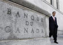<p>Bank of Canada Governor Mark Carney leaves his office for a news conference upon the release of the Monetary Policy Report in Ottawa in this October 23, 2008 file photo. The Bank cut its key interest rate on Tuesday by a half-point to a fresh 50-year low of 1 percent, as expected, and predicted a period of negative inflation this year as an economic recession takes hold. REUTERS/Chris Wattie</p>