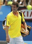 <p>Os irmãos russos Dinara Safina e Marat Safin passaram na quarta-feira à terceira rodada do Aberto de Tênis da Austrália. REUTERS/Mick Tsikas (AUSTRALIA)</p>