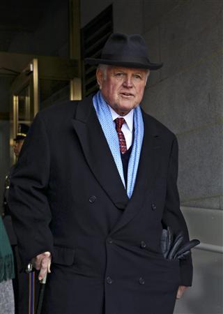 Senator Ted Kennedy (D-MA), arrives for the swearing-in ceremony of Barack Obama as the 44th president of the United States and the first African-American to lead the nation, at the Capitol in Washington, January 20, 2009. REUTERS/J. Scott Applewhite/Pool