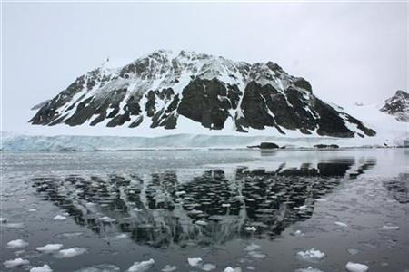 A mountain is reflected in a bay that used to be covered by the Sheldon glacier on the Antarctic peninsula, January 14, 2009. The glacier has shrunk by about 2 km since 1989, probably because of global warming. Picture taken January 14, 2009. REUTERS/Alister Doyle