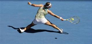 <p>Россиянка Светлана Кузнецова в матче Australian Open против Алены Бондаренко в Мельбурне 24 января 2009 года. Россиянка Светлана Кузнецова вышла в 1/8 финала Открытого чемпионата Австралии. REUTERS/Daniel Munoz</p>