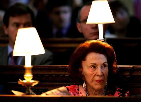Marguerite, Baroness de Reuter, listens to prayers during a service at Saint Brides Church in London, in this June 15, 2005 file photo. Marguerite, Baroness de Reuter, a European aristocrat from a bygone age and last survivor of the family that founded the international news agency, died on Sunday aged 96, friends said. REUTERS/Dylan Martinez/Files