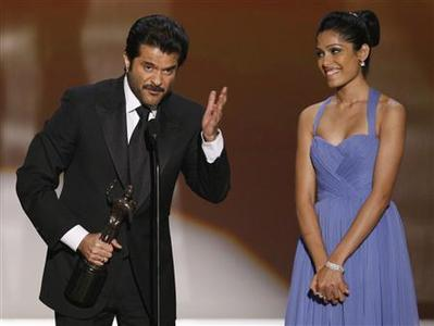 Actors Anil Kapoor and Freida Pinto (R) accept the award for Outstanding Performance by a Cast in a Motion Picture for ''Slumdog Millionaire'' at the 15th annual Screen Actors Guild Awards in Los Angeles, January 25, 2009. REUTERS/Lucy Nicholson