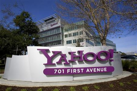 A Yahoo sign sits out front of their headquarters in Sunnyvale, California, February 1, 2008. REUTERS/Kimberly White