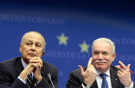 Egypt's Foreign Minister Ahmed Aboul Gheit (L) and Palestinian Foreign Minister Riyad al-Malki attend a news conference following a dinner with the foreign ministers of the European Union member countries at the EU Council Headquarters in Brussels January 25, 2009. REUTERS/Sebastien Pirlet