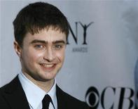<p>Daniel Radcliffe posa en los premios Tony en Nueva York, 15 jun 2008. El doble del actor que interpreta a Harry Potter resultó herido de gravedad durante una escena de vuelo de la última película de la serie, informaron el jueves varios periódicos británicos. REUTERS/Lucas Jackson</p>
