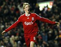 <p>Fernando Torres comemora gol marcado na vitória do Liverpool por 2 x 0 sobre o Chelsea, em Liverpool, neste domingo. REUTERS/Phil Noble</p>