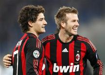 <p>Beckham e Pato comemoram gol marcado pelo atacante brasileiro na vitória do Milan sobre a Lazio, neste domingo. REUTERS/Giampiero Sposito</p>