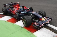 <p>Il pilota francese Sebastien Bourdais sarà alla guida della Toro Rosso anche per il 2009. REUTERS/Francois Lenoir (BELGIUM)</p>
