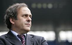<p>O presidente da Uefa, Michael Platini, planeja se esforçar mais para estabelecer controles financeiros sobre os maiores clubes do continente, depois da oferta recorde feita pelo Manchester City pelo jogador Kaká, do Milan. REUTERS/Michael Buholzer</p>