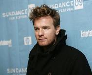 """<p>El actor Ewan McGregor en el estreno de """"I Love You Phillip Morris"""" en el festival de cine de Sundance en Park City, Utah, 18 ene 2009. Ewan McGregor y Carey Mulligan participan en negociaciones para protagonizar """"The Electric Slide"""", un filme basado en la historia real de Eddie Dodson, un vendedor de muebles de Los Angeles que se convirtió en un ladrón de banco. REUTERS/Danny Moloshok</p>"""