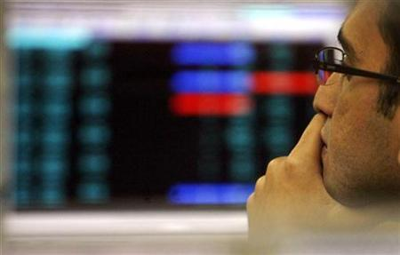 A stock broker looks at a terminal while trading at a stock brokerage firm in Mumbai, November 17, 2008. REUTERS/Arko Datta