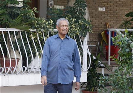 Nuclear scientist Abdul Qadeer Khan is seen at his residence after a court verdict in Islamabad February 6, 2009. A Pakistani court declared Khan free on Friday, ending five years of house arrest for the man at the centre of the world's most serious proliferation scandal. Khan, lionised by many Pakistanis as the father of the country's atomic bomb, confessed to selling nuclear secrets to Iran, North Korea and Libya in 2004, but was immediately pardoned by the government, although his movements were restricted to effective house arrest. REUTERS/Mian Khursheed