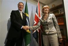 <p>Presidente do COB, Carlos Arthur Nuzman, recebe a ministra britânica da Olimpíada Tessa Jowell no Rio de Janeiro. Foto de arquivo. REUTERS/Bruno Domingos</p>