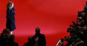 <p>Atriz Michelle Pfeiffer posa para fotógrafos no lançamento de 'Cheri', no Festival de Berlim. REUTERS/Fabrizio Bensch</p>