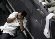 <p>Immagine di un trader diasoperato alla borsa di Giacarta. REUTERS/SUPRI (INDONESIA)</p>