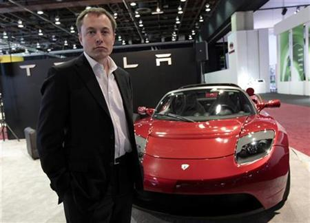 Tesla Motors Inc. CEO and Chairman Elon Musk stands in front of the Tesla Roadster electric vehicle as he addresses the media during press days of the North American International Auto Show in Detroit, Michigan January 13, 2009. Tesla Motors Inc has been working with Daimler AG on an electric Smart car and expects to supply battery packs and chargers for 1,000 vehicles initially, Musk said on Tuesday. REUTERS/Rebecca Cook