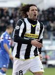 <p>Amauri, do Juventus, comemora após ter marcado contra o Sampdoria. Um controverso gol de Adriano ajudou a líder Inter de Milão a vencer o Milan neste domingo por 2 a 1, pelo Campeonato Italiano. REUTERS/Alessandro Garofalo (ITALY)</p>