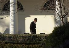 <p>U.S President Barack Obama walks along the West Wing colonnade on his way from the Oval Office to the residence before flying to Andrews Air Force Base in Washington, February 13, 2009. REUTERS/Jason Reed</p>