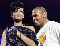 """<p>O cantor de R&B Chris Brown, preso no fim de semana passado por suspeita de ter atacado uma mulher que se acredita seja a cantora Rihanna, disse no domingo que """"lamenta e está entristecido"""" com o incidente e que está procurando ajuda psicológica. REUTERS/Lucas Jackson/Files (UNITED STATES)</p>"""