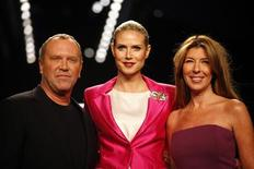 <p>Project Runway judges (L-R)Designer Michael Kors, model Heidi Klum and Nina Garcia pose for photographers before the Project Runway show during New York Fashion Week, February 20, 2009. REUTERS/Eric Thayer</p>