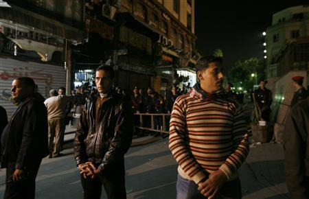 Egyptian plainclothes police secure the area near the site of an explosion in Cairo, February 22, 2009. REUTERS/Asmaa Waguih