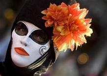 <p>A masked reveller stands near St Mark's square during the Venetian Carnival in Venice February 14, 2009. REUTERS/Alessandro Bianchi</p>