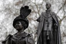 <p>A memorial to Elizabeth, The Queen Mother stands on The Mall, in front of a statue of her husband King George VI, in London February 24, 2009. REUTERS/Toby Melville</p>