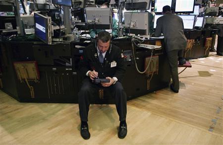 Traders work on the floor of the New York Stock Exchange February 26, 2009. REUTERS/Brendan McDermid