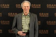 """<p>El actor y director Clint Eastwood durante la presentación de su película """"Gran Torino"""" en París, 24 feb 2009. Eastwood dio las gracias al cine francés después de que el Festival de Cine de Cannes le diera el premio a toda su carrera a la leyenda de Hollywood, quien presenta a los 78 años su nueva película. REUTERS/Benoit Tessier</p>"""