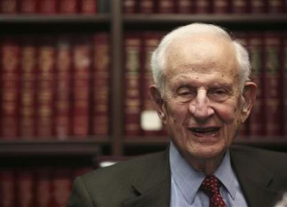 Manhattan District Attorney Robert Morgenthau speaks during a news conference in New York February 27, 2009. REUTERS/Brendan McDermid