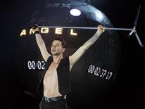 <p>Il cantante David Gahan dei Depeche Mode durante un concerto a Madrid. REUTERS/Andrea Comas</p>