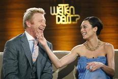 <p>L'ex campione del tennis Boris Becker e la fidanzata Lilly Kerssenberg a un programma tv. REUTERS/Ina Fassbender</p>