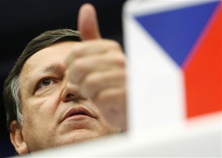 European Commission President Jose Manuel Barroso speaks at a joint news conference with Czech Prime Minister Mirek Topolanek, whose country currently holds the rotating presidency, after an emergency European Union leaders summit in Brussels March 1, 2009. REUTERS/Yves Herman