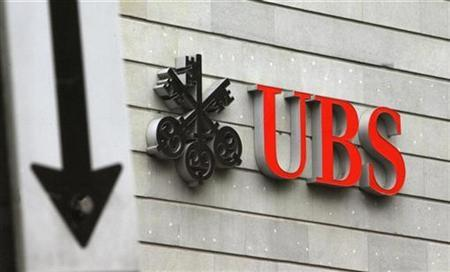 A traffic sign stands in front of the logo of Swiss bank UBS at the Bahnhofstrasse in Zurich in this February 24, 2009 file photo. REUTERS/Arnd Wiegmann